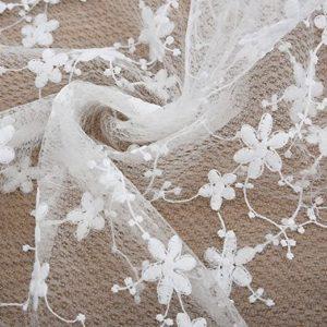tela blanca de flores